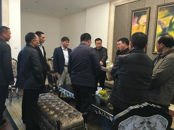 Liu Jun and Chairman of Jianhongda Industrial Group Liu Pingjian Discussed to Invest and Build Factory in Longhui County for the Nanofilm New Materials Project